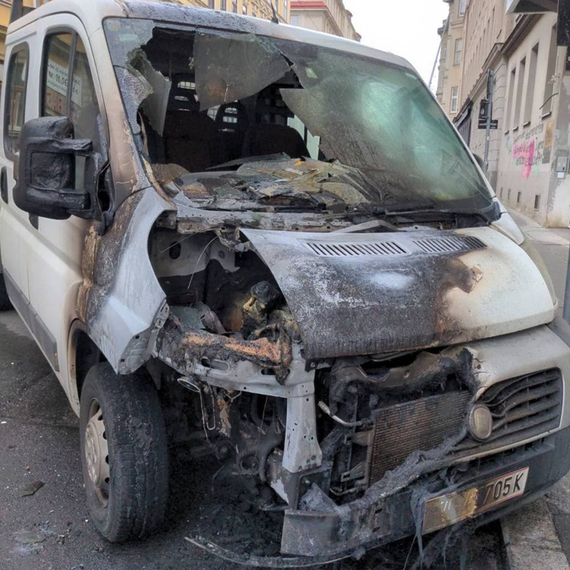 Antifa Anschlag auf einen Transporter in Wien - Brandanschlag